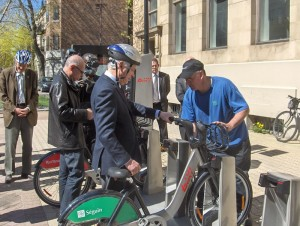 Mayor Trent embarks on a Bixi journey